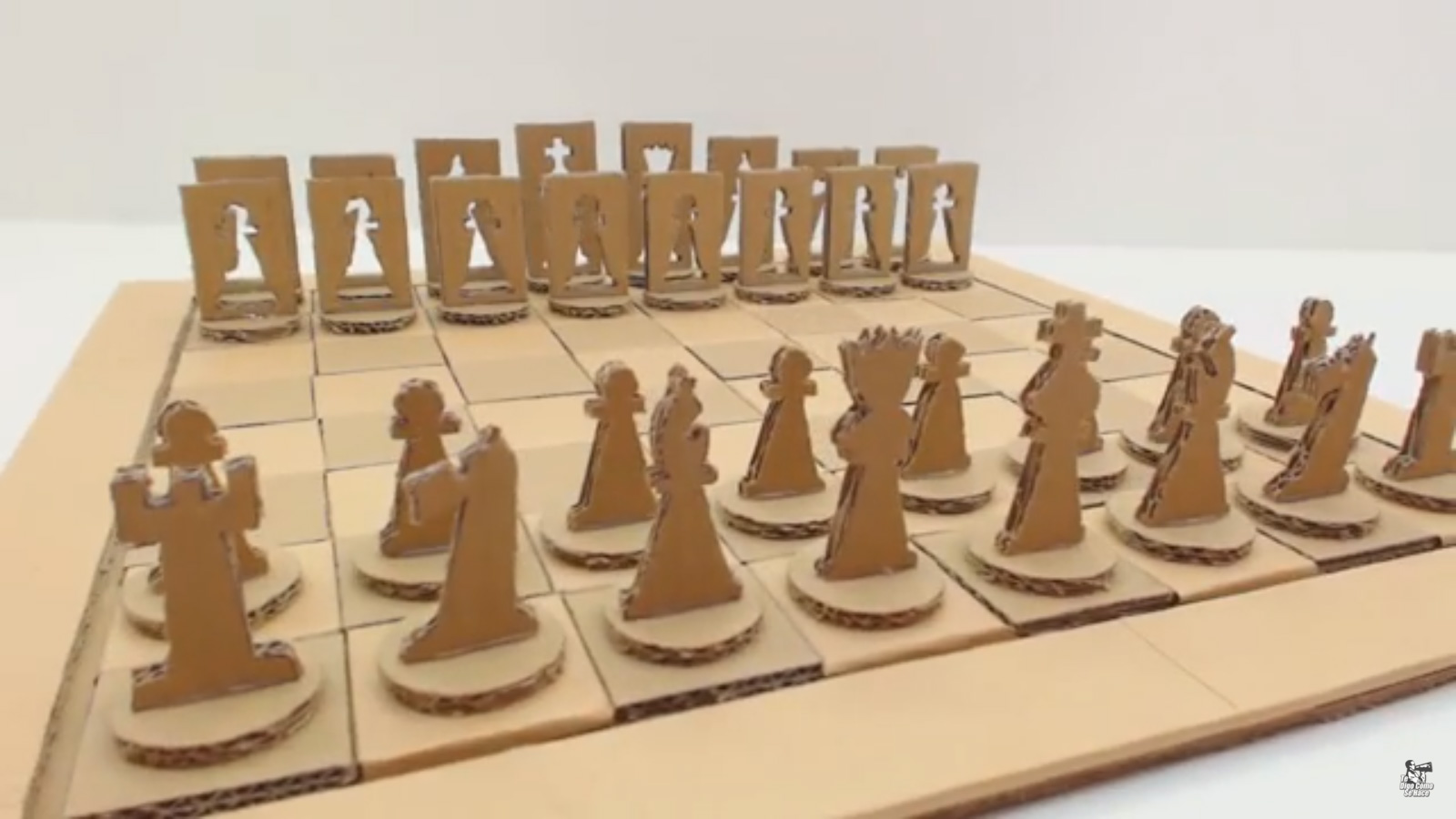 Tutorial para construir un juego de ajedrez con material for Como construir piletas de material