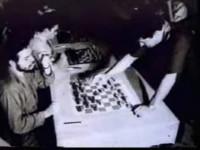 Che Guevara jugando ajedrez