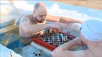 Torneo de ajedrez en un lago helado